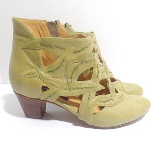 Anthropologie Everybody green leaves ankle boots